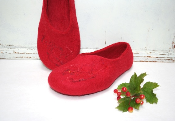 Women slippers - handmade felted slippers for women - Snowball - wool shoes - Valentine's day gift
