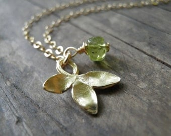 Gold And Green Petal Necklace, Spring Green Peridot Necklace, 14K Gold Filled Chain, August Birthstone Charm Necklace, Minimalist necklace