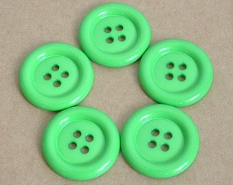 Lot of 5 Buttons - 1.5 inch green