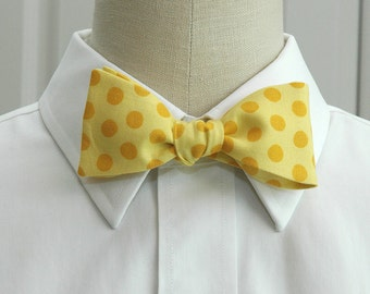 Men's Bow Tie in yellow with gold polka dots (self-tie)