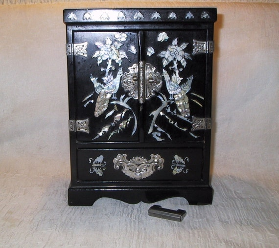 vintage black lacquer and mother of pearl jewelry box w