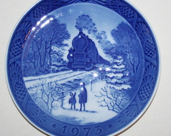 "1973 Royal Copenhagen Christmas Plate ""Going Home for Christmas"" (Hjem Til Jul)"