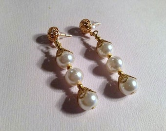 White Pearl Earrings - Pearl Jewelry - Pearl Wedding Jewellery - Gold Jewelry - Mother of the Bride - Fashion - Glam