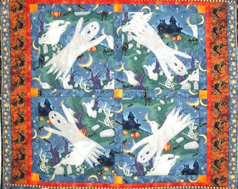 Halloween Quilted Wall Hanging, 4050-0, ghost wall quilt, ghost quilt table mat, halloween table mat