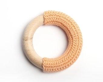 Peach teething ring / Babywearing / First Toy