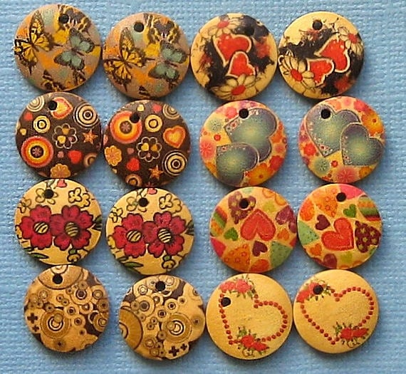 16 Painted Wood Disks Drilled for Pendants and Earrings BUT165