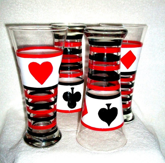 Fathers Day Beer Glasses Hand Painted Hearts Spades Diamonds Clubs set of 2 or 4 - 20 oz  Tall Beer Glasses Cards Red Black White For Dad