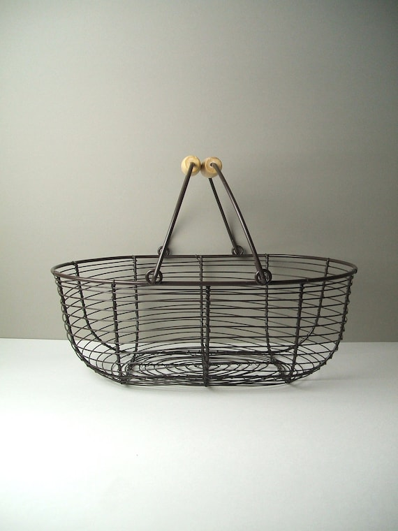 v i n t a g e Large Brown Metal Wire Basket with Wooden Handle