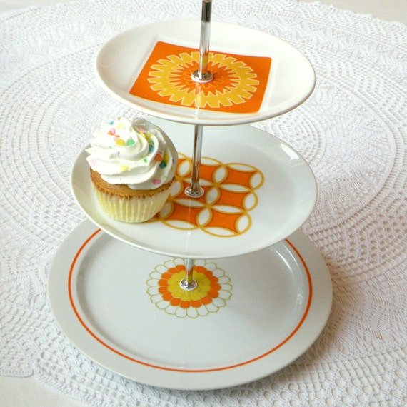 SALE Mod Hostess Stand, Orange Sunburst & Yellow Vintage 60s Midcentury Plate Display for Cocktail Party, Wedding, Fruit or Cupcakes