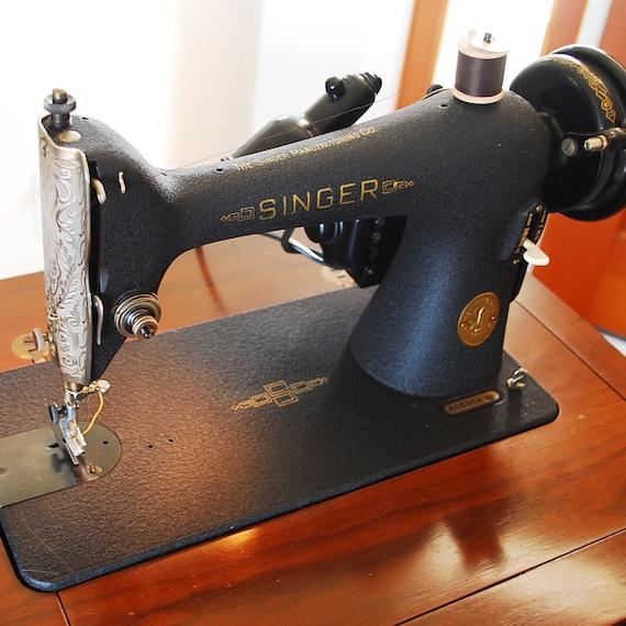 1945 Singer Sewing Machine In Cabinet Model 66 18 Vintage