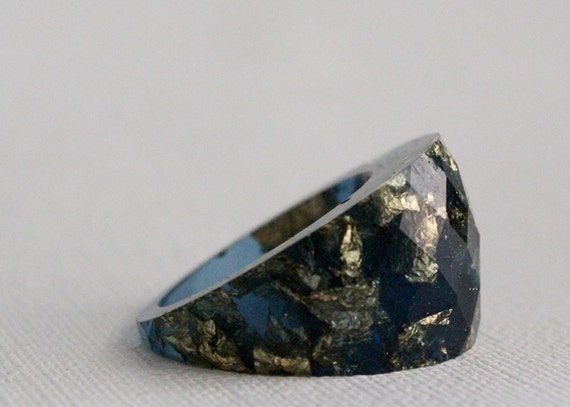 midnight sky round faceted eco resin ring featuring gold flakes - size 8
