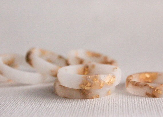 thin multifaceted eco resin ring - white with gold flakes - size 7.5