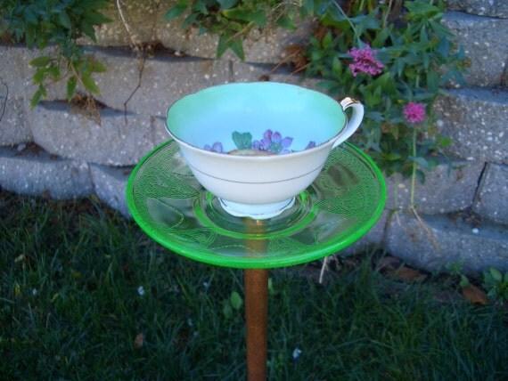 Bird feeder tea cup upcycled garden decor for Upcycled yard decor