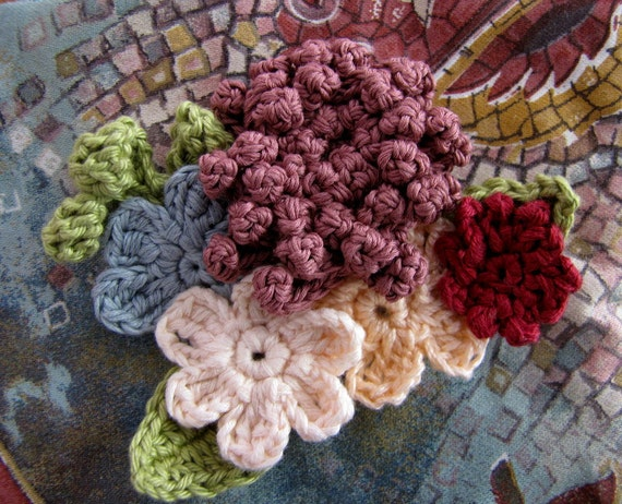 Romantic crocheted brooch - crocheted flowers, crochet flower brooch, flower pin, crochet bouquet, flower art, flower bouquet, broach