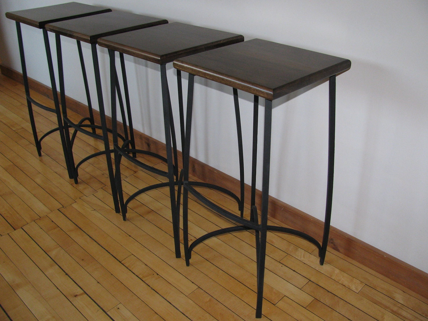 can iron cause black stools