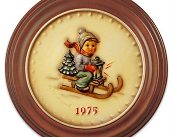 1975 Annual Hummel Plate No. 268 Ride into Christmas