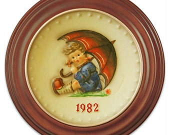 1982 Annual Hummel Plate No. 275 Umbrella Girl