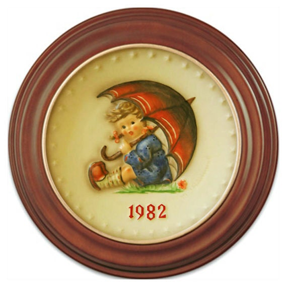 1982 Annual Hummel Plate No 275 Umbrella Girl