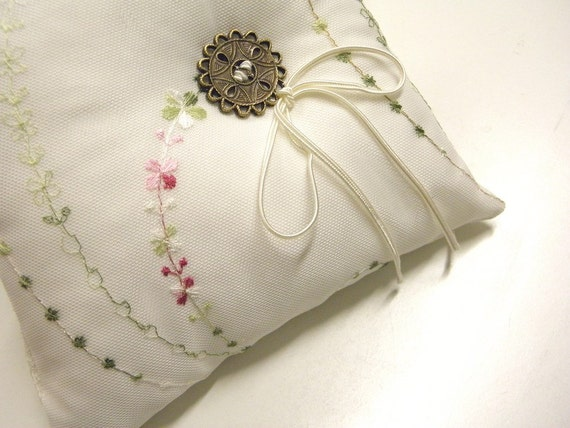 Modern wedding ring pillow exquisite white satine embroidered tulle unusual romantic bedroom Victorian decoration small cushion ring bearer