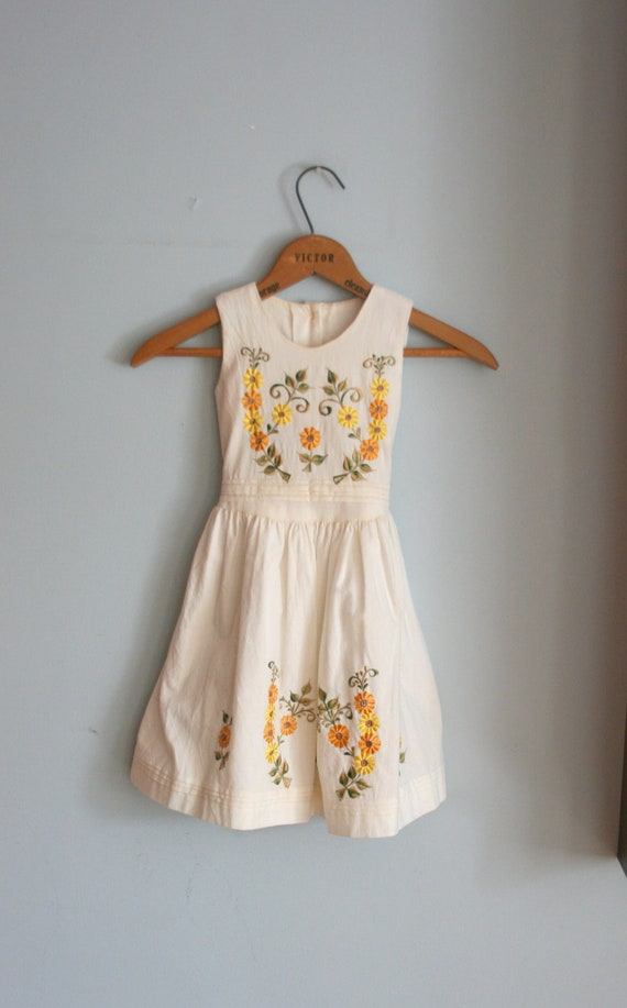 Vintage BOHO FLOWER Girls Dress....size 3 4 girls....kids.