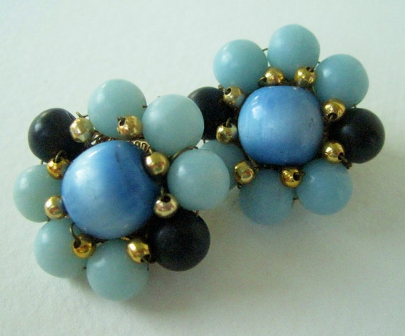 Vintage 60s Retro Kitsch Signed Japan Goldtone Gold Tone Light Blue Navy Blue Cats Eye Lucite Bead Cluster Earrings