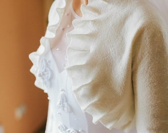 Natural white wedding bolero / wedding shrug / long sleeves - ruffled collar - Can be custom made