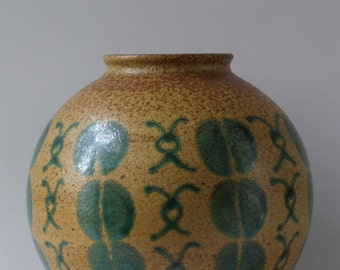 Vintage 1950s West-Germany vase with green 'coffeebean' decoration