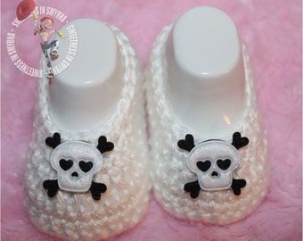 Baby Shoes - Black - White - Crochet Baby Booties - Baby Girl Booties - Skull and Crossbones - Photo Prop