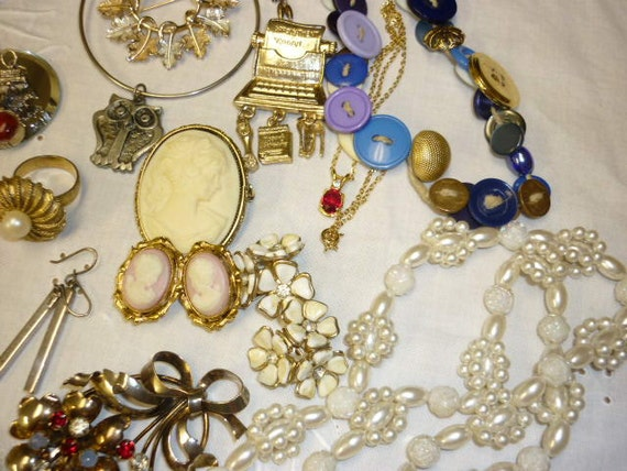 Garage SALE time Vintage Jewelry Lot all Wearable 17 pieces Signed Necklaces,Pins,Earrings