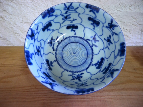Antique bowl 1098, blue and white, middle Edo,  signed, kintsugi