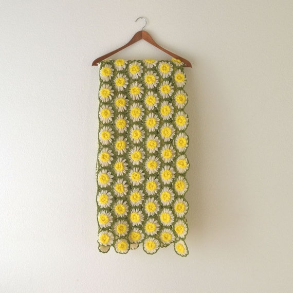 1960s Textured Crochet Daisy Flower Throw Blanket