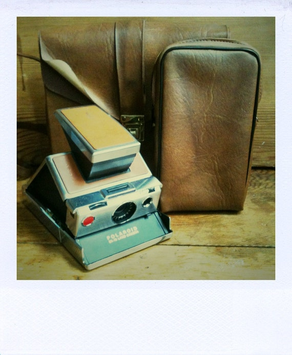 Polaroid SX-70 Land Camera With Carrying Case and Pouch - GUARANTEED WORKING