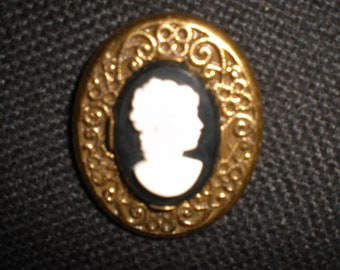 Vintage Robbins Co. Attleboro Cameo 1950s Brass Brooch/Pin Gold Tone Metal Black and White