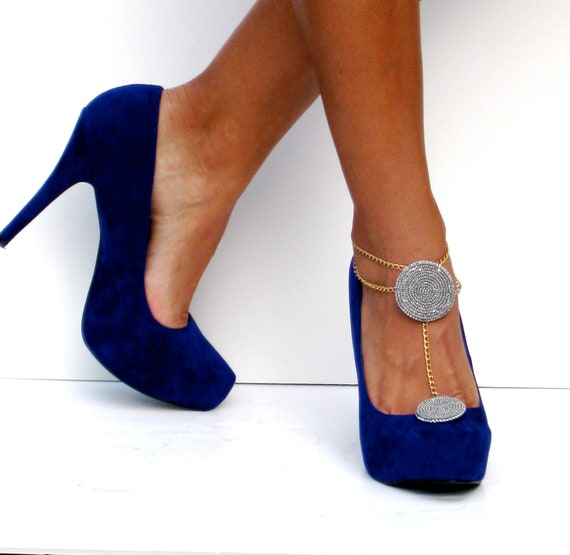 Gray and gold shoe clip with anklet