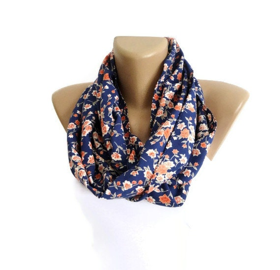Product Features are available and different ways to wrap the knitted infinity scarf.