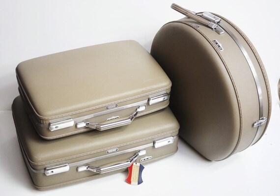 Small American Tourister Tiara Suitcase - Grey/Beige