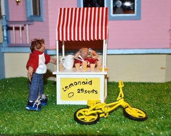 1/12 Scale Miniature Dollhouse Dolls - With Lemonade Stand - Handmade
