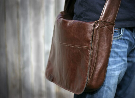 Back to School Sale -- 15% off -- Leather Laptop Messenger Bag -- Brown -- Satchel -- Courier Bag -- Hand Made in USA