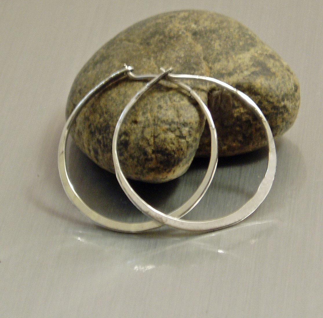 small silver hoop 1 inch silver hoop silver hoop earring. Black Bedroom Furniture Sets. Home Design Ideas