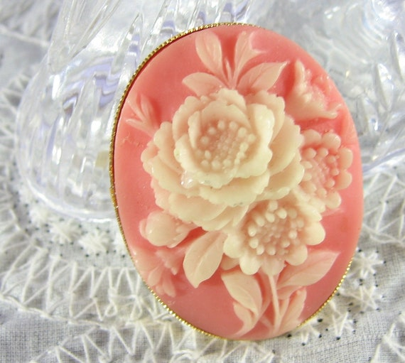 Vintage Cameo Brooch, Pink Lucite Oval, Ivory Rose Flowers, Gold Pin, 1950's Mad Men, Wedding Bridal Jewelry