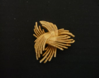 Lisner Goldtone Pin