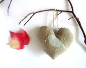 Mothers day gift, rustic shabby chic ornament. A little bird to say your love. French style