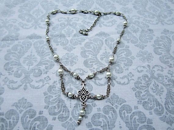 RESERVED M CAHILL White Pearl and Silver Choker