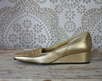 Women's Vintage 1960's Gold Metallic Beaded Wedge Shoes 4