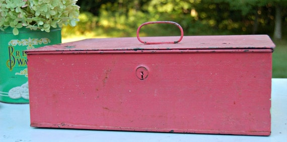 Vintage Coral Metal Tin Lock Box Shabby Chic Wedding Card Storage