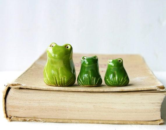 Porcelain Frogs - Set of 3 Handmade Sculptures - Bookshelf Home Decor - OOAK Olive Green Moss
