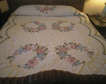 SALE - Cabin Craft WREATHS of Needletuft FLOWERS Vintage Chenille Bedspread - Free Shipping