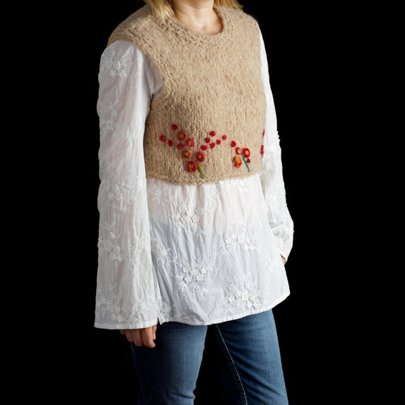 Chunky women sweater vest handmade out of alpaca yarn, size S-M, with felted flowers