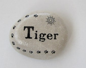 Hand painted pet memorial stone - Black and White design