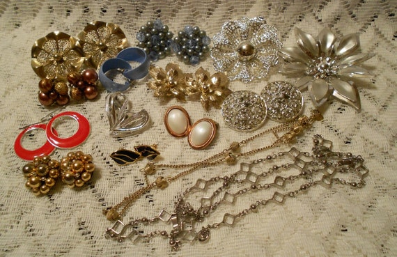 Vintage Detash Mixed Lot of Earrings, Chains and Brooches